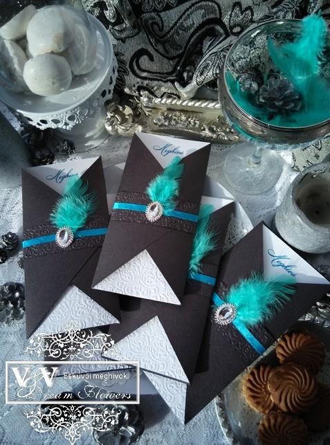 Art deco stílusú esküvői meghívó bross dísszel és tollpihével (csokibarna-türkiz)