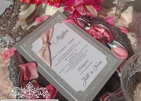 Csillogó ezüst glitteres esküvői meghívó strasszos szivecskével
