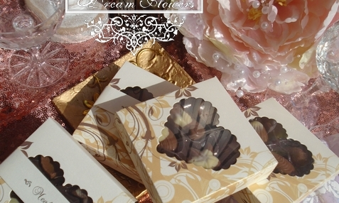 Esküvői meghívó dobozban bonbonokkal
