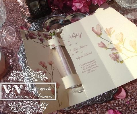 Kémcsöves esküvői meghívó díszdobozoban magnóliákkal