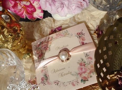 Barack színű esküvői meghívó vintage rózsákkal