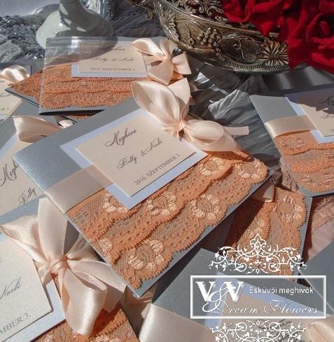 Csipkés esküvői meghívók sötét barack és ezüst színben