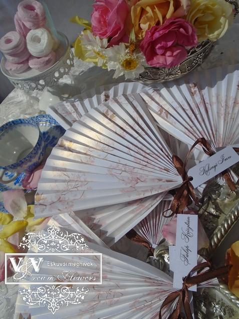 Esküvői ültetőkártyák legyező alakkal