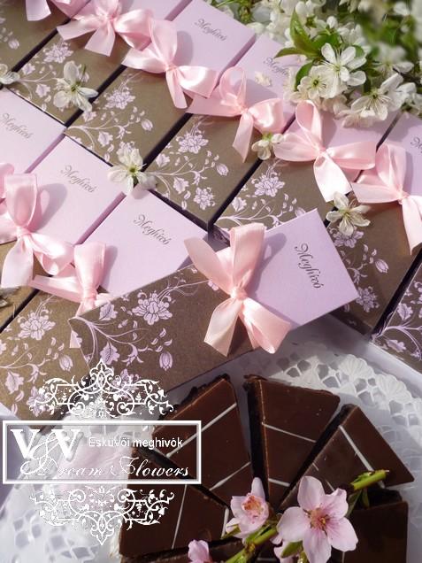 Tekercs alakú dobozos esküvői meghívó barna rózsaszín színben
