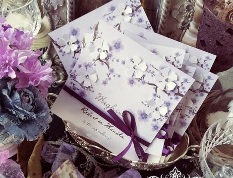 Cseresznyevirágos esküvői meghívók strasszos virágokkal