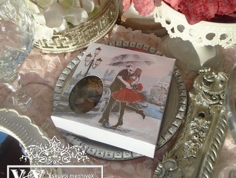 Különleges dobozos esküvői meghívó csoki bonbonnal Velencei hangulatban