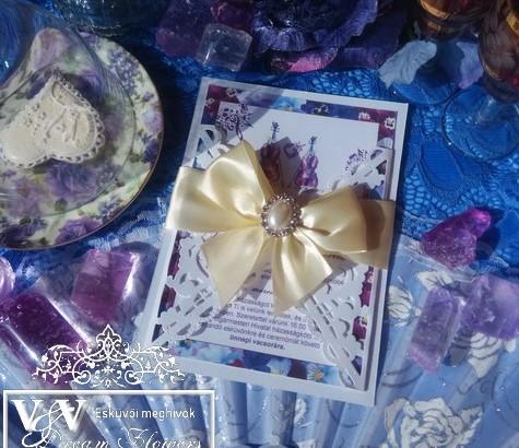 Esküvői meghívó strasszokkal és árvácska mintával
