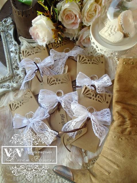 Western stílusú esküvői meghívók csipkével