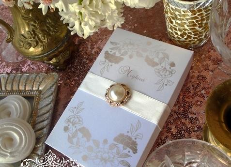 Dobozos esküvői meghívó rosegold szivecskékkel