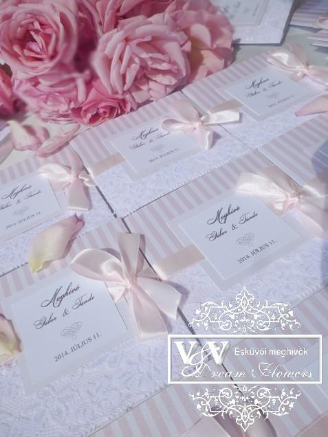 Csipkés esküvői meghívó pasztell rózsaszín csíkokkal