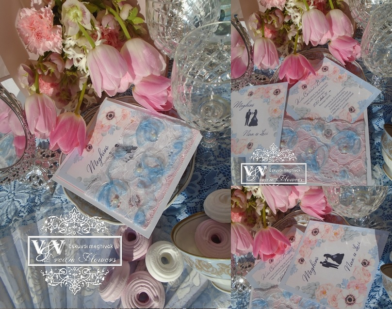 Kék csipkés esküvői meghívó tavaszi virágokkal